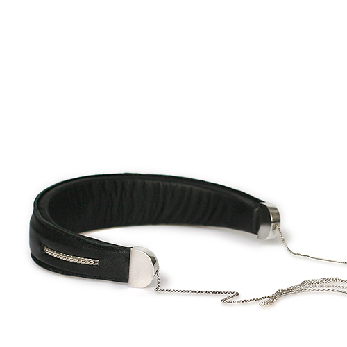 ttmawb_9-a1_headset_black_necklace_small