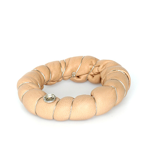 bb_3c_bangle_salmon_leather_arm_accessory_small