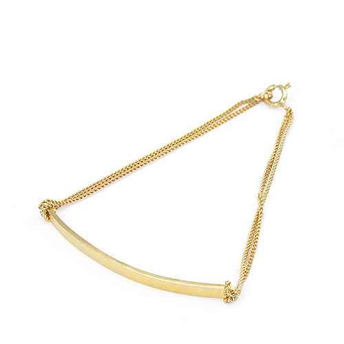 Pop04c_Beth_gold_bracelet_small